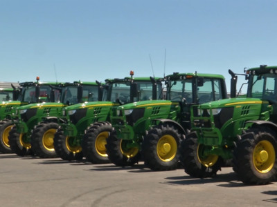 Deere Forecasts Sales Drop